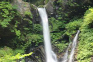 栃木の自然:日光市内の寂光の滝と裏見の滝